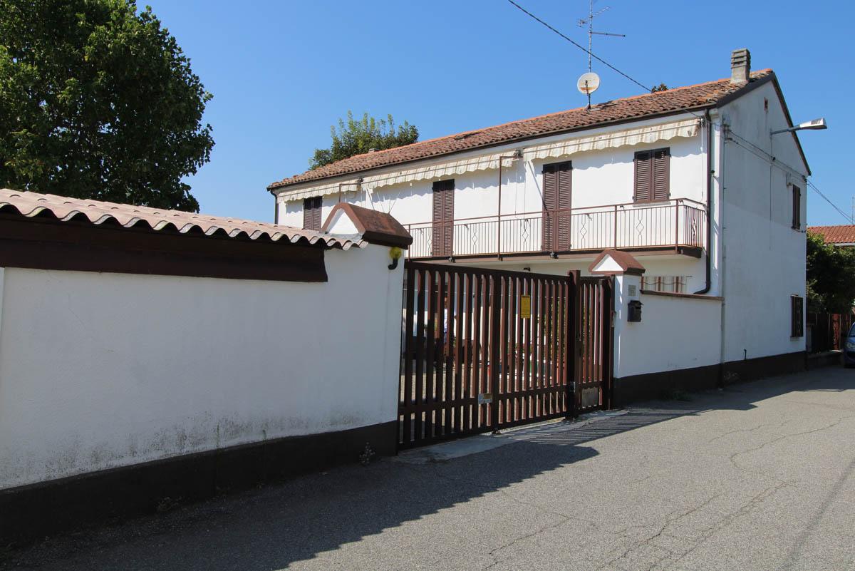 CASALE POPOLO (pressi Chiesa)